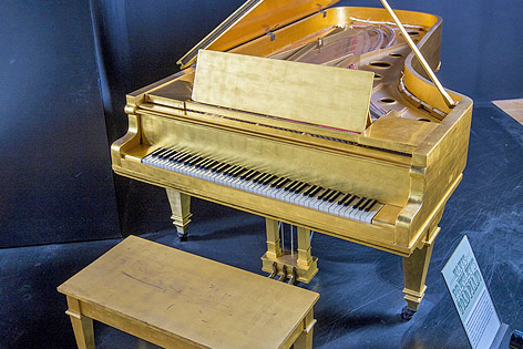 Vergoldetes Klavier von Elvis Presley