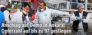 Forensiker am Anschlagsort in Ankara