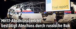 Aus gefundenen Wracktielen rekonstrierter Flugzeugkörper der MH17
