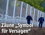 Grenzpolizisten bei einem Grenzzaun