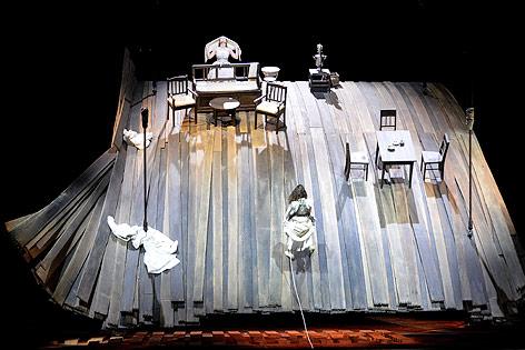 """Szene aus der Burgtheateraufführung von Maxim Gorkis """"Wassa Schelesnowa"""""""