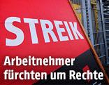 """Schild mit der Aufschrift """"Streik"""""""