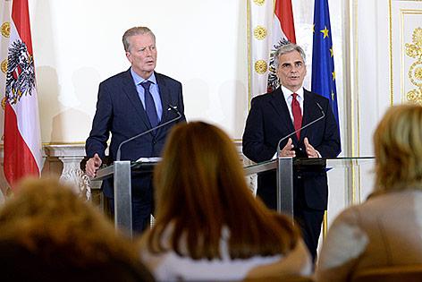 Bundeskanzler Werner Faymann und Vizekanzler Reinhold Mitterlehner beim Pressefoyer nach dem Ministerrat