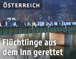 Flüchtlinge auf einer Brücke