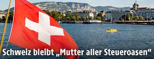 Schweizer Flagge auf einem Schiff am Genfer See