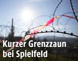 Grenzzaun in Spielfeld