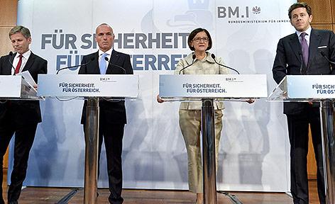 Kanzleramtsminister Josef Ostermayer, Verteidigungsminister Gerald Klug, Innenministerin Johann Mikl-Leitner und Staatssekretär Harald Mahrer