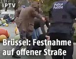 Polizisten bei einer Verhaftung in Brüssel