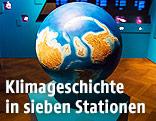 3-D-Modell der Erde in einem Ausstellungsraum