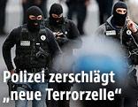 Maskierte französische Polizisten