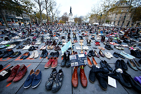 Schuha am Platz der Republik in Paris