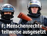 Bewaffnete französische Polizisten
