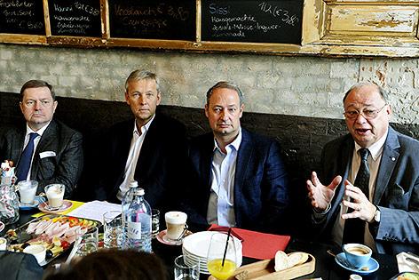 ÖVP-Sicherheitssprecher Werner Amon, ÖVP-Klubobmann Reinhold Lopatka; SPÖ-Klubchef Andreas Schieder und SPÖ-Sicherheitssprecher Otto Pendl