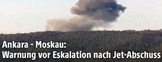 Rauchschwaden über einem Waldgebiet