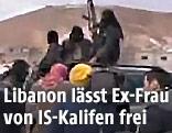 Al-Nusra-Kämpfer die ihre schwarze Flagge schwenken