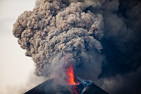 Ausbruch des Vulkans Momotombo in Nicaragua