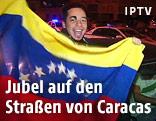 Jubelnder Jugendlicher mit der Flagge von Venezuela