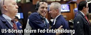 Fröhliche Mitarbeiter in der US-Börse
