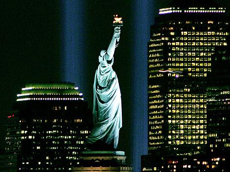 Die Freiheitsstatue bei Nacht