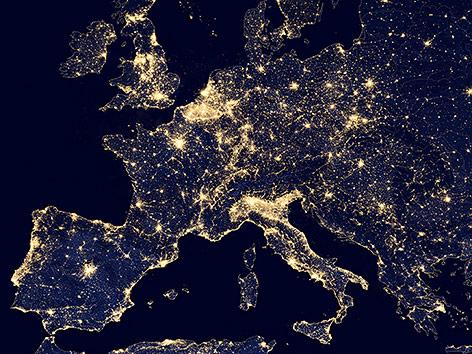 Ein nächtliches Satellitenbild von Europa