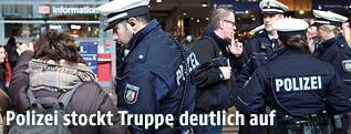 Polizisten am Kölner Hauptbahnhof