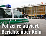 Polizeiauto vor dem Kölner Hauptbahnhof