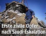 Polizist begutachtet zerstörte Ammar ibn Jassir Moschee in Hilla