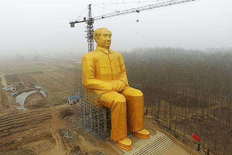 В этом году в декабре 5 суббот, 5 воскресений и 5 понедельников..... Ticker_mao_statue_afp.4663726