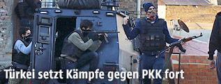 Polizisten einer türkischen Spezialeinheit in Diyarbakir