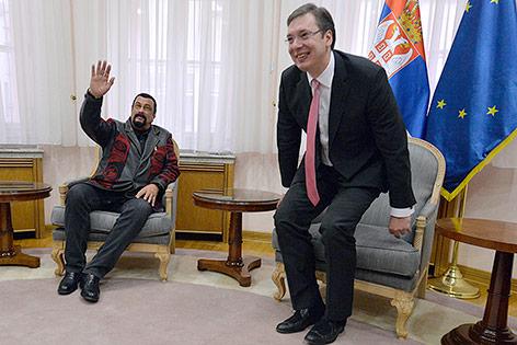 US-Schauspieler Steven Seagal mit dem serbischen Premierminister Aleksandar Vucic