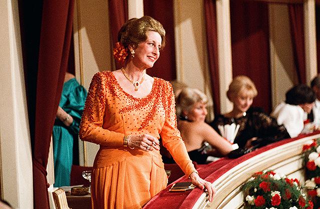 Lotte Tobisch in einer Loge (1987)