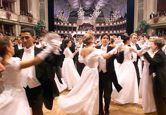 Tänzerinnen und Tänzer am Opernball (1999)