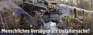 Entgleister, zerstörter Zug