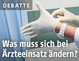 Hände mit medizinischen Handschuhen