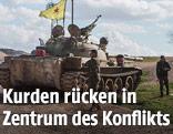 YPG-Kämpfer mit Panzern in Syrien