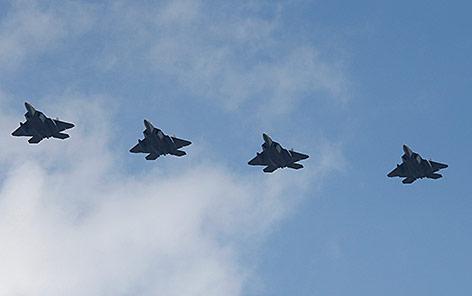 "Vier F-22-""Raptor""-Kampfjets"