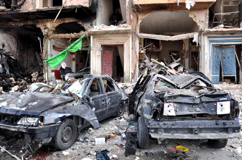 Zerstörte Autos in Homs