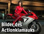 """Penelope Cruz auf einem Motorrad in einer Szene des Films """"Zoolander 2"""""""