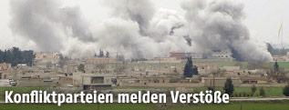 Rauchsäulen über der syrischen Stadt Tel Abyad