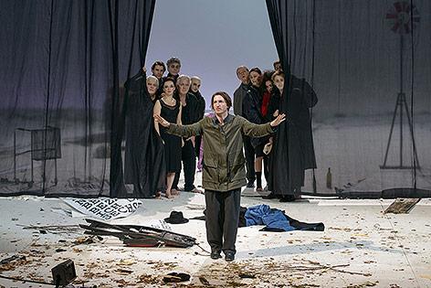 Schauspieler Christopher Nell auf der Bühne