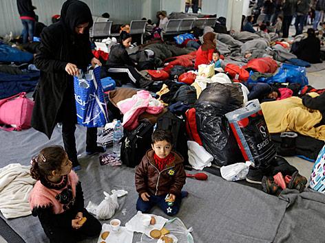 Flüchtlinge warten in Griechenland auf ihre Weiterreise