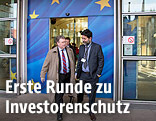 Die TTIP-Chefverhandler Dan Mullaney und Ignacio Garcia Bercero verlassen das Berlaymont-Gebäude in Brüssel