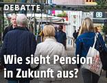 Pensionisten auf einer Einkaufsstraße