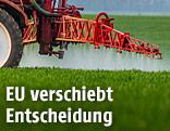 Herbizide werden auf einem Feld gespritzt