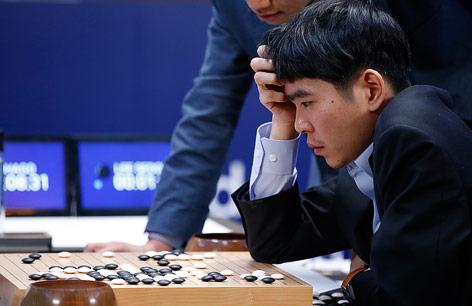 Go-Spieler Lee Sedol blickt nachdenklich