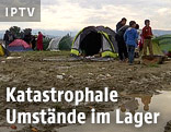 Verschlammter Boden im Flüchtlingslager in Idomeni