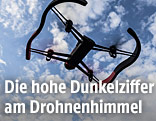 Ferngesteuerte Drohne am Himmel