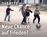Syrische Kinder spielen Fußball