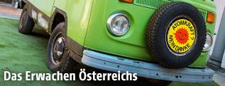 """VW-Bus mit """"Atomkraft, nein danke!"""" Aufkleber"""