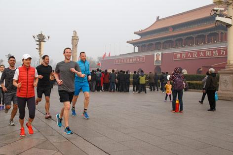 Facebook CEO Mark Zuckerberg beim Joggen in Peking